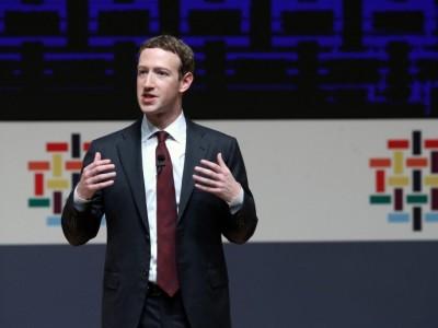 """Zuckerberg spiega la nuova funzione che """"bolla"""" le Fake News"""